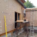 Ökologische Holzweichfaserdämmung an Fassade
